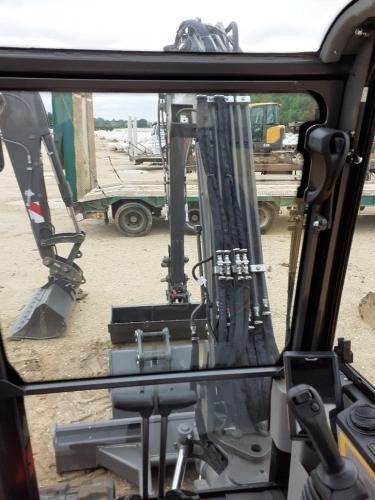 Intérieur cabine camion mise en place citerne réservoir gpl grue embarquée