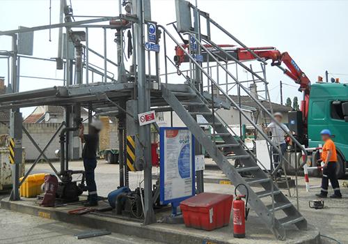 Equipes de techniciens habilités aux compétences multiples (soudeurs, terrassiers)
